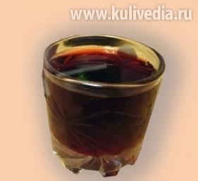 Напиток витаминный из черной смородины.